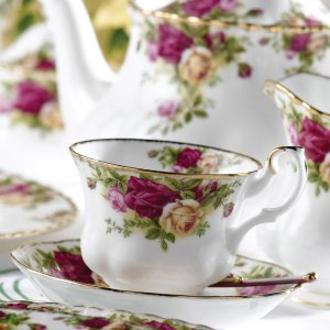 $16.99Royal Albert Old Country Roses Teacup & Saucer Set