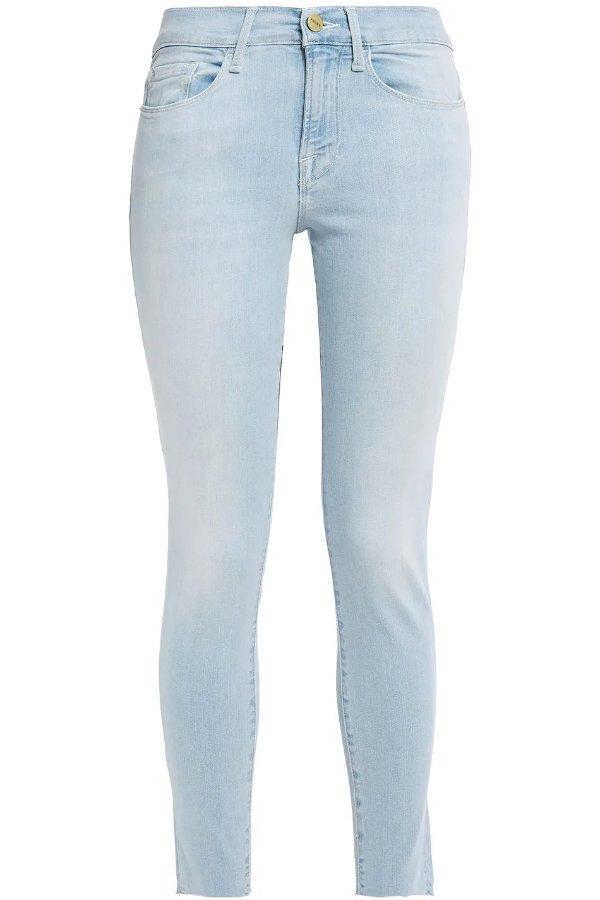 浅色瘦身牛仔裤
