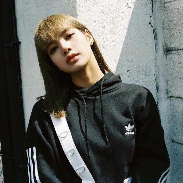 Lisa同款 短款三叶草连帽衫