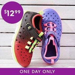 全部$12.99Stride Rite 儿童洞洞鞋一日特卖