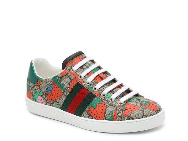 草莓运动鞋