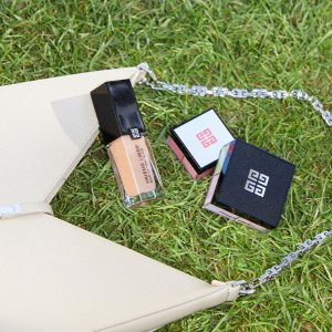 买2送3(含香水、口红)Givenchy 高定彩妆超值送礼 四宫格散粉$95 禁忌之吻$52起