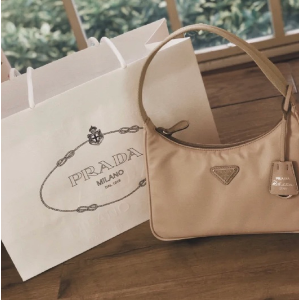 一律75折 史低€292收logo挎包Prada 爆款独家大促 网红尼龙包、2合1挎包、乐福鞋都有