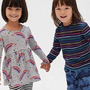 低至2.5折+额外6折Gap官网 儿童服装特卖,收秋冬季毛衣、外套