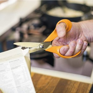 仅€17.9 亚马逊超高4.8评分芬兰Fiskars 厨房剪刀8.9折 杀鸡杀鱼剪葱花一级好用