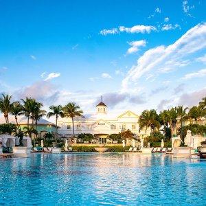 3.5折起+赠1晚+送消费券Sandals Resorts 5星度假村促销,6大岛屿15个酒店,4重折扣