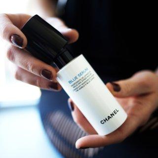 """肌肤为何需要""""蓝朋友""""?Chanel香奈儿蓝色肌底精华护肤理念揭秘(含使用方法与对比测评)"""