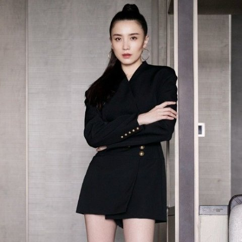2折起 Versace副线夹克$341上新:Ssense 外套捡漏 Balmain羊毛西装裙$1078 王霏霏同款