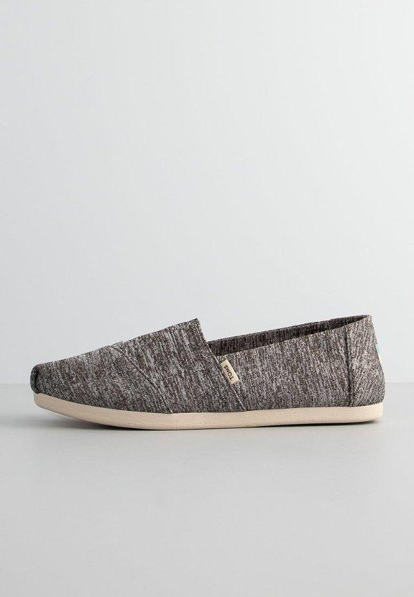 黑色混色帆布鞋