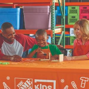 制作 实用的木质书立预告:8月The Home Depot 免费的儿童手工作坊活动