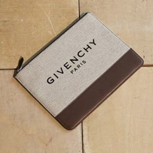 Up to 70% OffGivenchy Sale @ Farfetch