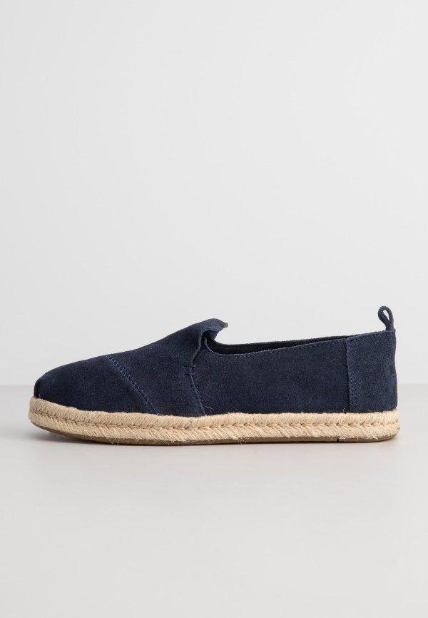 藏青色渔夫鞋