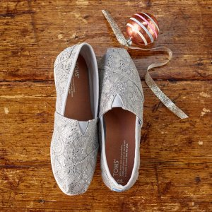 Up to 75% offSitewide @ TOMS Surprise Sale