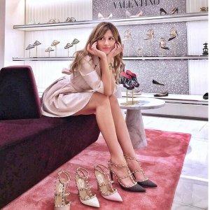 低至3.5折 经典铆钉平底鞋€416Valentino 惊现爆款闪促 包包美鞋美衣全都有