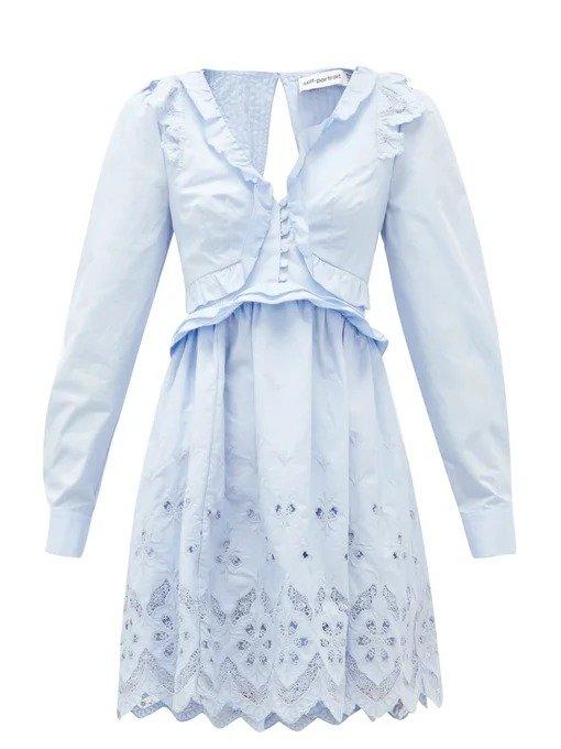 淡蓝色连衣裙