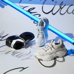 Up to 60% OffSelect Women's Sneakers @ macys.com