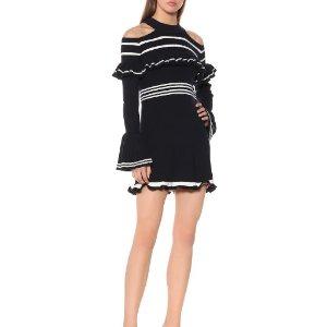 $311(原价$519)约会必备Self-Portrait 每个女孩都值得拥有的露肩连衣裙