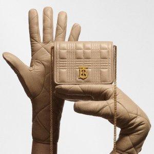 封面款Burberry $660SSENSE 大牌包包春夏上新 Gucci白色酒神$890 沙漏包$990