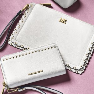 Up to 70% OffWallets and Card Cases Sale@ Michael Kors