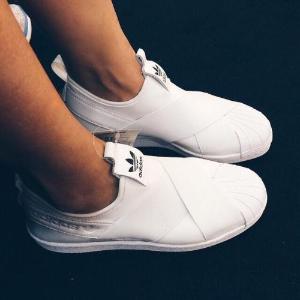 $79(原价$140)Adidas 白色一脚蹬男款热卖 懒人必备