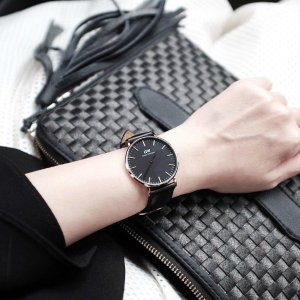 Daniel Wellington表带宽0.9cm,表盘直径3.2cm黑银色手表