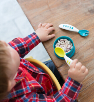 $11.99BEABA 2nd Stage Ergonomic Baby Cutlery, Set of 10 (6 spoons + 4 forks), Assorted
