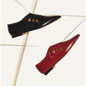 Charles & KeithBurgundy Vintage Button 尖头平底鞋 | CHARLES & KEITH AU