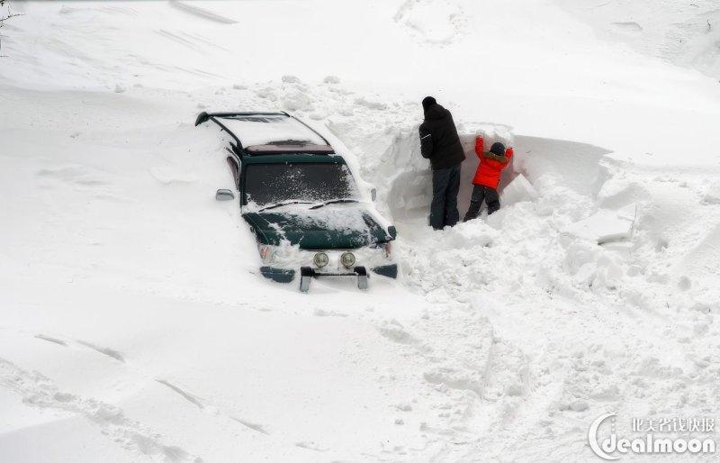 暴雪后挖车