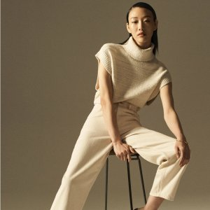 COS49%羊毛,39%有机棉,12%聚酰胺织纹卷颈背心