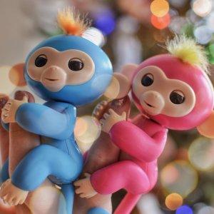 $26.3 哄小孩神器断货王:WowWee Fingerlings 手指猴电子宠物 触控智能玩偶