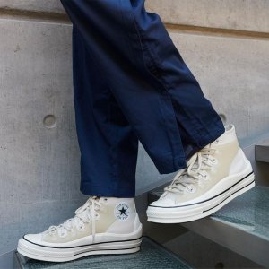 全场8.5折 $238收IU同款手慢无:SSENSE 潮鞋专场 $170收封面同款帆布鞋