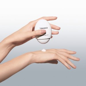 Chanel勤刷待补货!强效保湿+强化指甲鹅卵石 白蛋护手霜