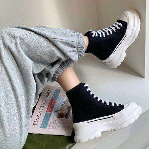 5折起 €470收封面同款Winter Sale:Alexander McQueen 麦昆爆款帆布厚底小白鞋 超显腿长