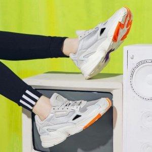 低至5折+额外7折最后一天:Adidas 复古老爹鞋专场 好价收Yung-1,Falcon