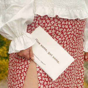 2折起 €47收白色V领上衣再降价:Reformation ins上爆火的小众宝藏品牌 收碎花仙女裙