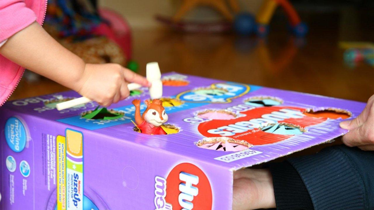 在家带娃不疯魔,纸箱废物利用制作手动打地鼠Whac-A-Mole