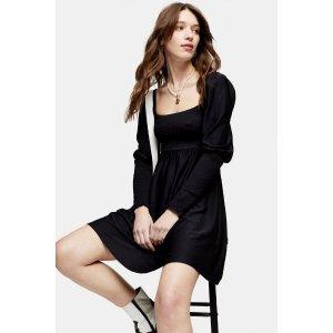 黑色方领连衣裙