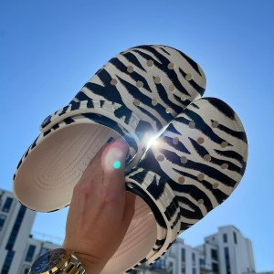Crocs8折,剩36-42,3色可选动物纹印花洞洞鞋