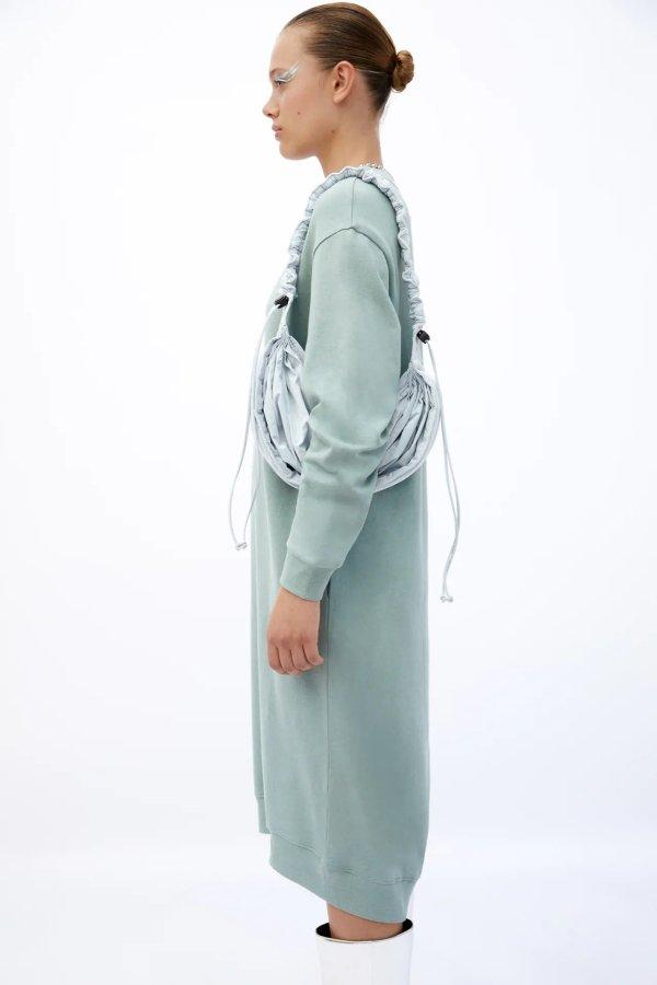 毛绒连衣裙