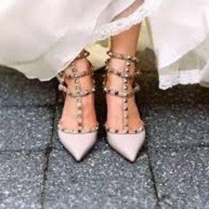 满额8.8折 经典平底鞋码全Valentino 超美铆钉系列美鞋、美包热卖