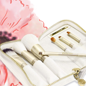 60% off + Free ShippingJetsetter Travel Brush Set @ Eve by Eve's