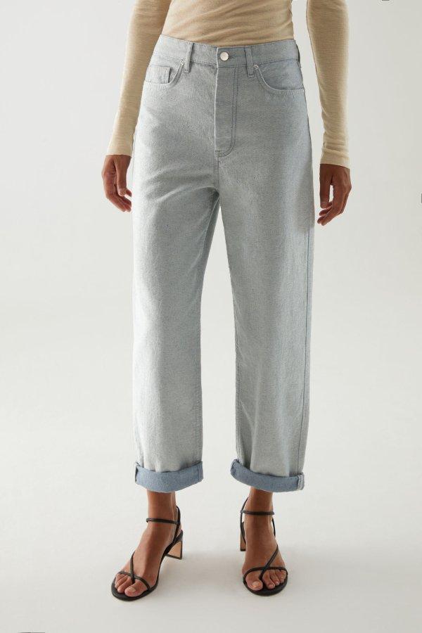 浅色直筒牛仔裤