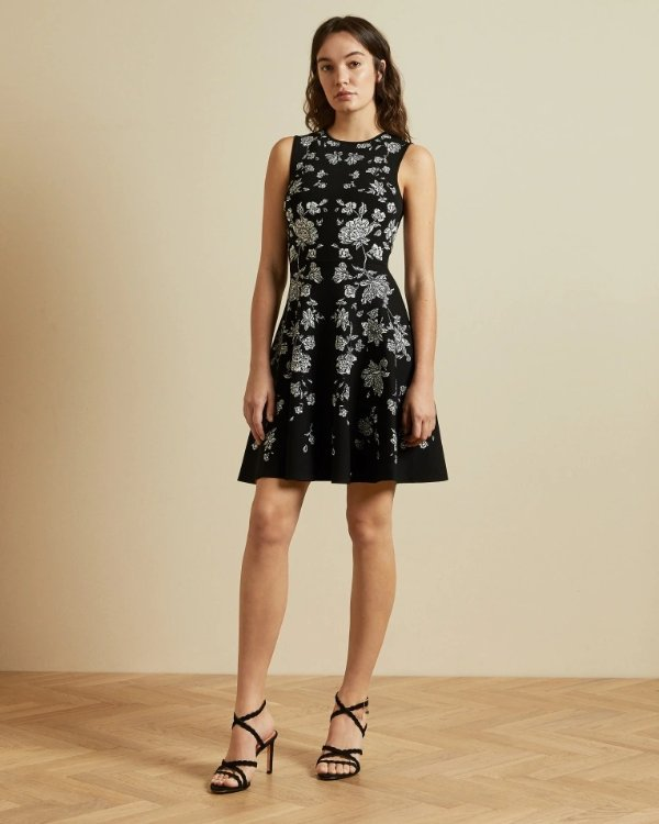 黑色印花连衣裙