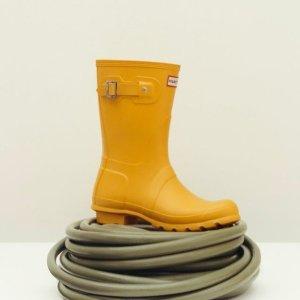 7折起 £33就收糖果色雨靴Hunter官网 夏季大促 王室御用雨靴、防水背包 百搭超实用