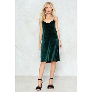 Nasty Gal丝绒吊带裙