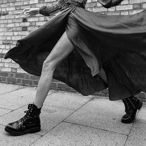 无门槛7.5折 封面款马丁靴£171Allsaints 美鞋美包配饰超值大促来袭 帅气靴子 气质拿捏死死的