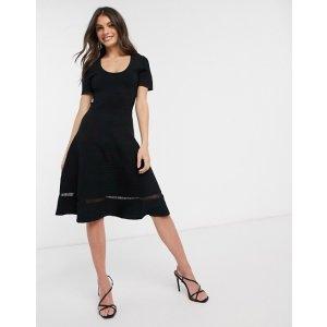 优雅小黑裙