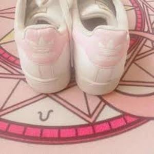 低至5折+额外8.5折 正价7折adidas 春日粉色折扣专区 樱花粉、蜜桃粉都有