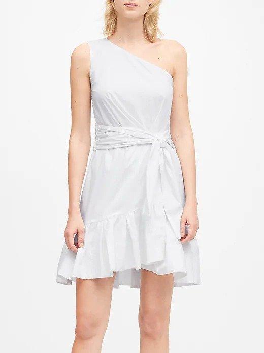 白色露肩连衣裙