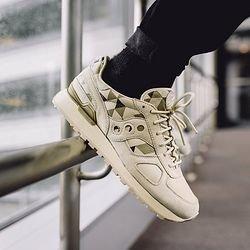 the latest 6e34a 968f4 Saucony Originals Mens Shadow O School Spirit Fashion Sneaker